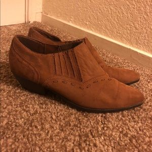 Woman's Ankle Booties in Size 7.5. Brown Swede